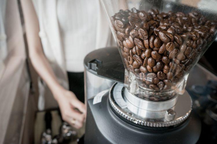 Ako vybrať mlynček na kávu. Bosch, Delonghi alebo Krups