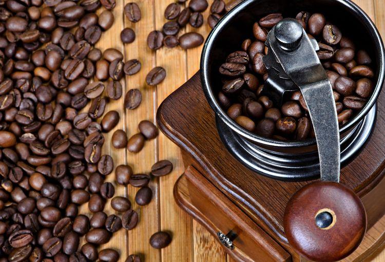 Ryčný mlynček na kávu