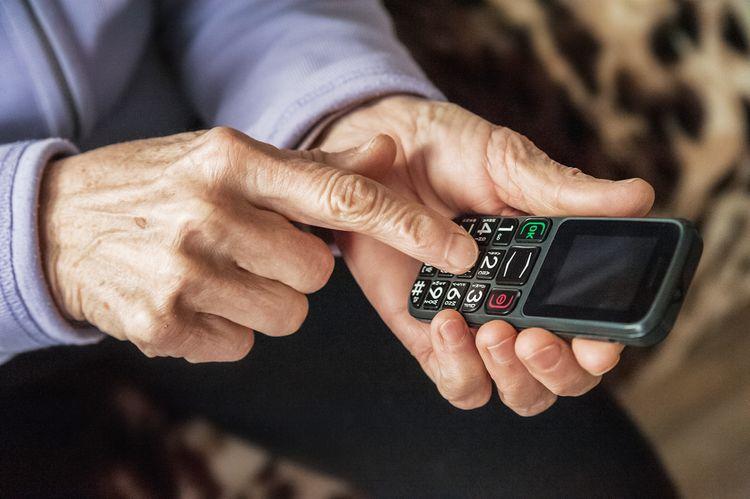 Najlepší tlačidlový telefón pre seniorov
