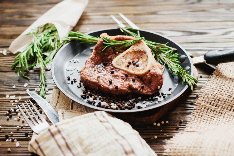 Teflonová panvica na steaky