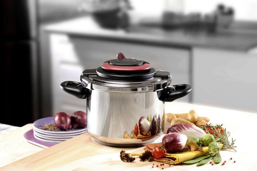 len do polovice. Pre prípravu jedla v tlakovom hrnci je tiež nutné vždy  použiť určité množstvo vody (v závislosti od množstva surovín a teploty  varenia). 767ec9b0309