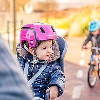 Najlepšiu detskú sedačku na bicykel poradia recenzie aj test. Predná alebo zadná?